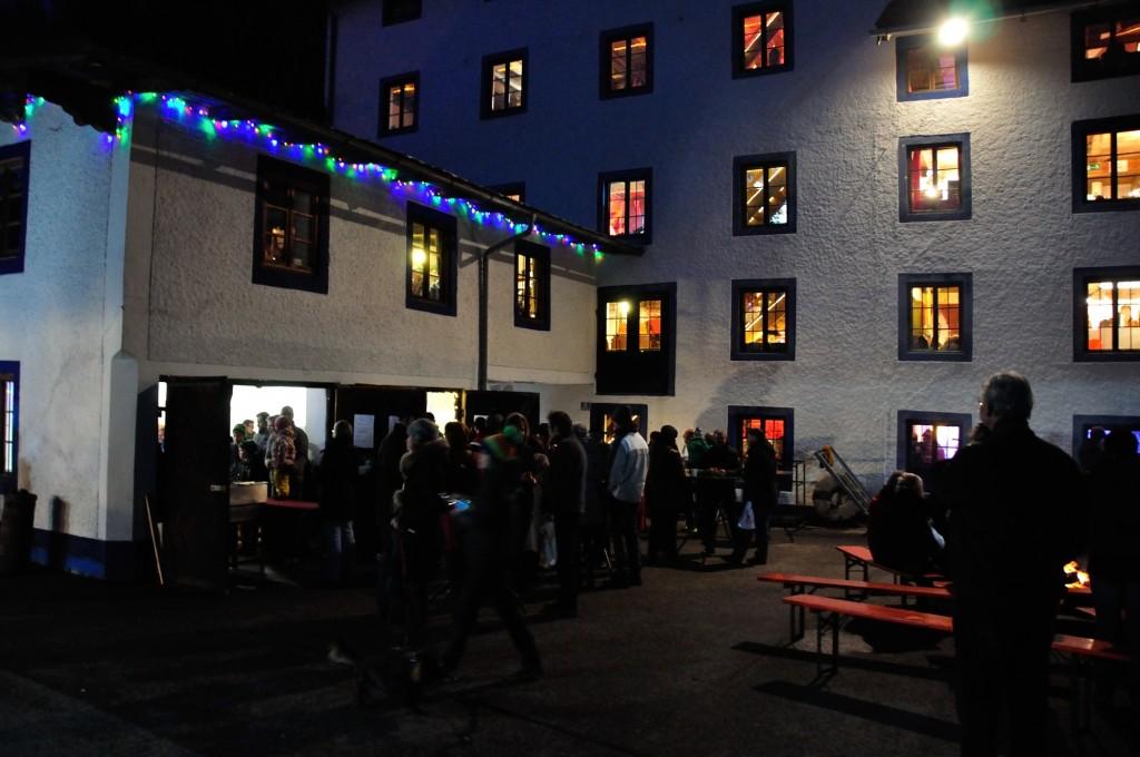 Weihnachtsmarkt 6-Sinne-Markt Siegsdorf spirituell Heutau Glühwein